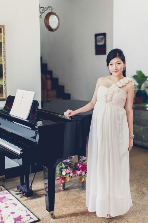 pregnant woman piano