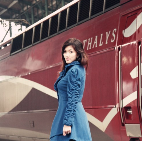 thalys train girl blue coat