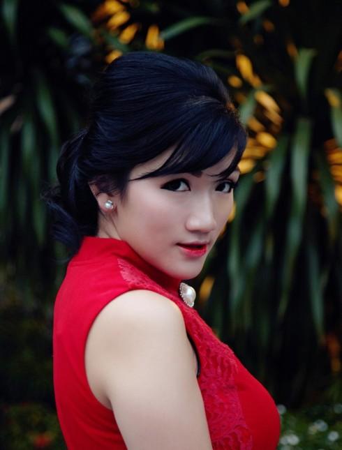 red cheongsam blogger