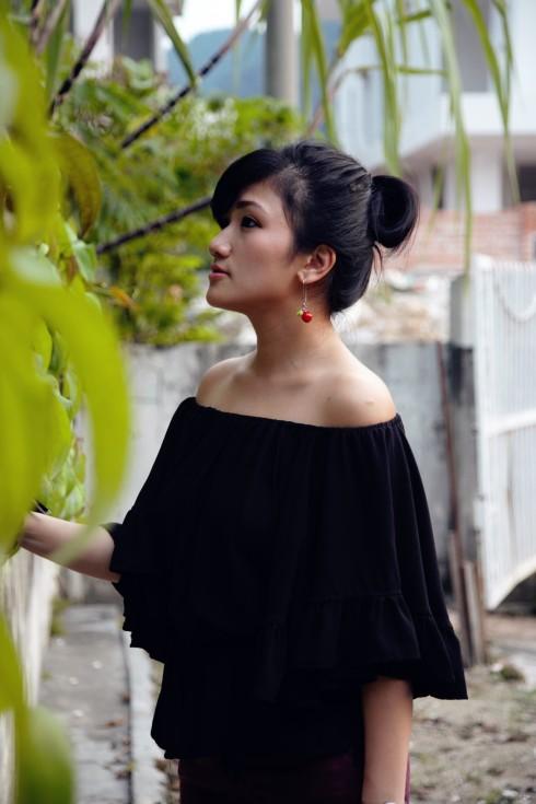 off shoulder black blouse