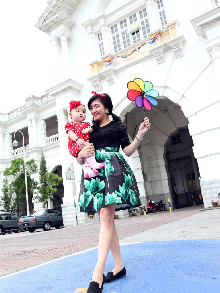 Mother and Baby Green Dress Ipoh Train Station 1