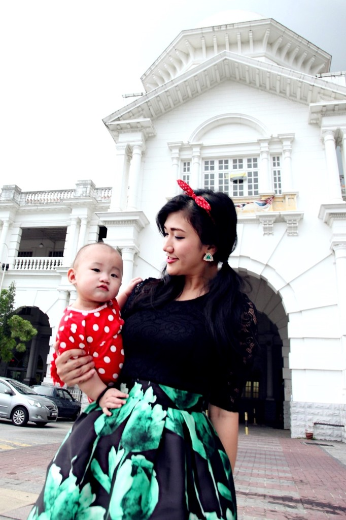 Mother and Baby Green Dress Ipoh Train Station 11