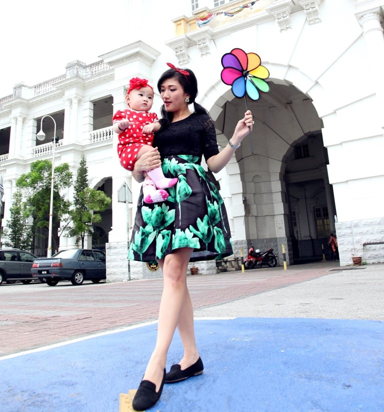 Mother and Baby Green Dress Ipoh Train Station 2