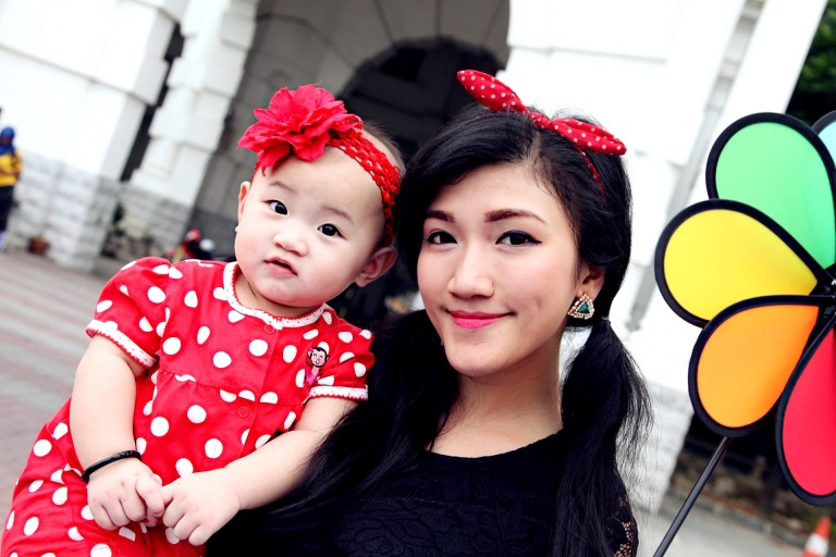 Mother and Baby Green Dress Ipoh Train Station 4